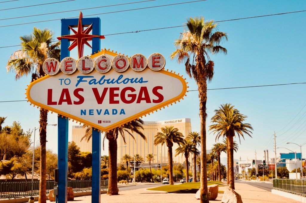 Las Vegas Sign - Ultimate List of Things To Do In Las Vegas Other Than Gambling or Drinking - Travels With Elle