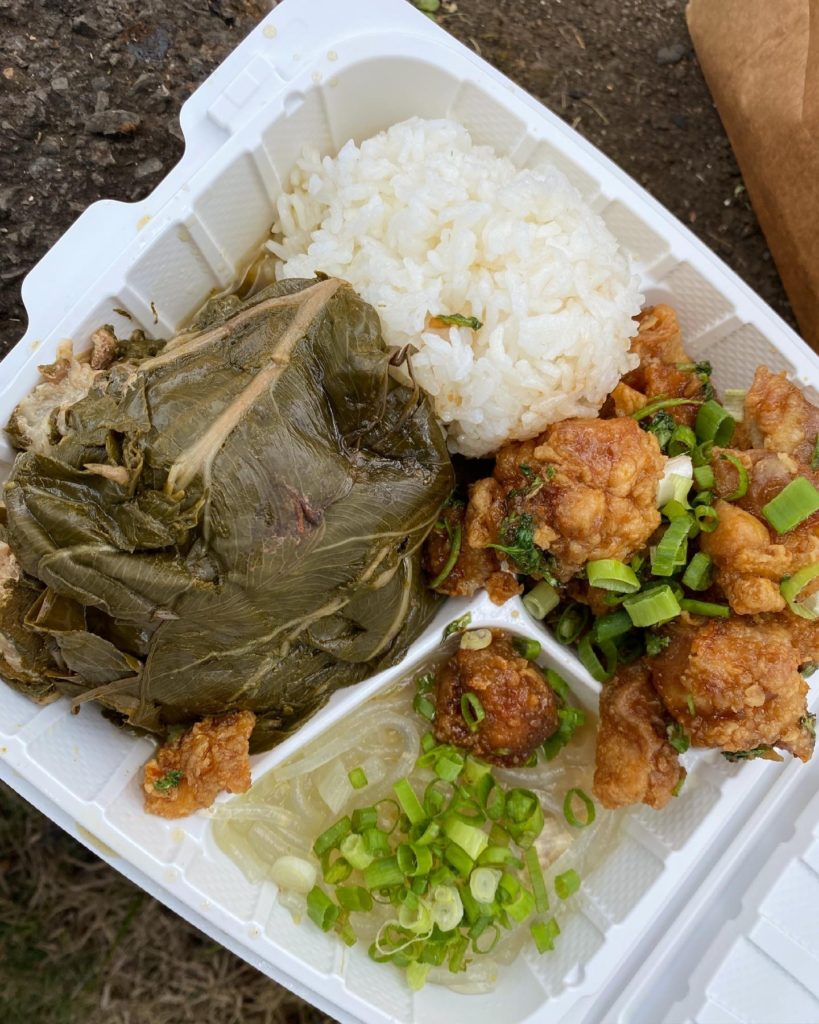 Smiley's Local Grinds - The Perfect 7-Day Kauai Itinerary - TravelsWithElle