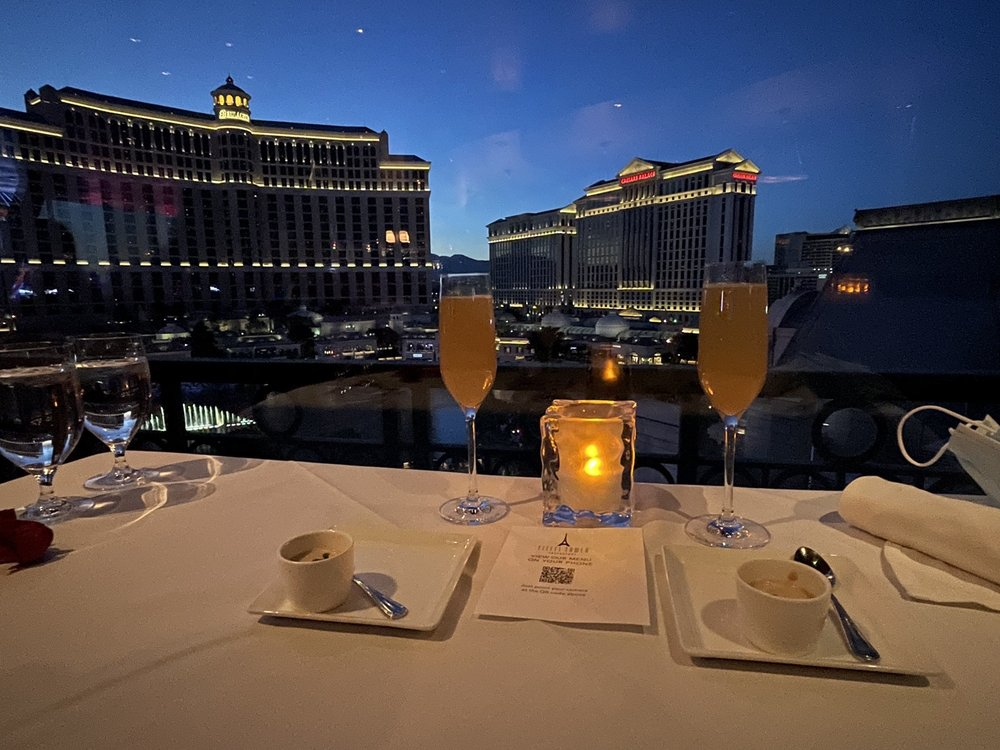 Eiffel Tower Restaurant - Romantic Things To Do In Las Vegas